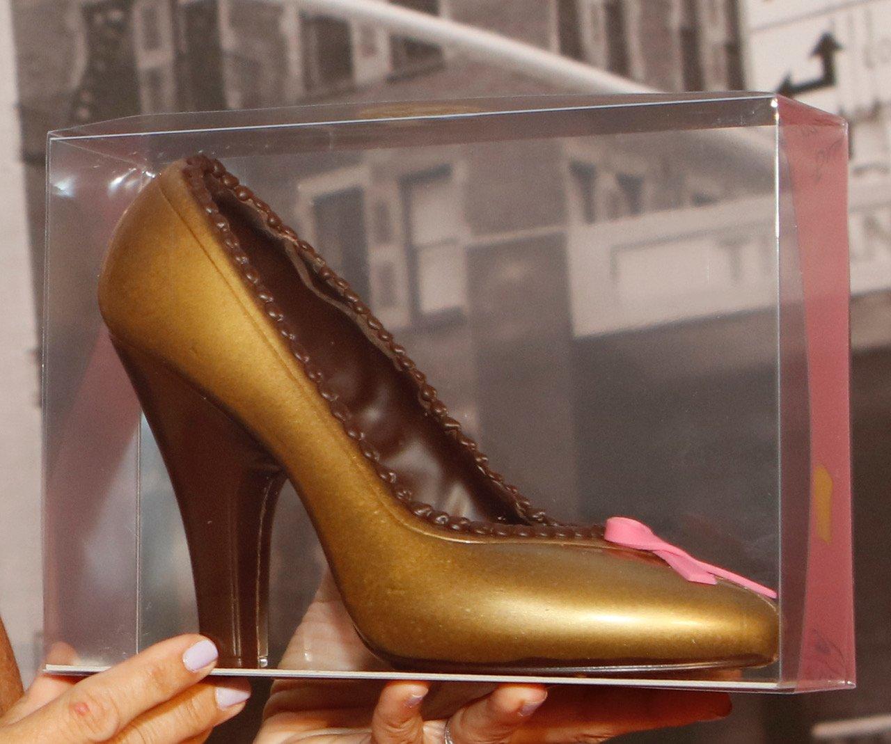 aida-pink-ribbon-schoko-schuh-gold-braun_m5s7702